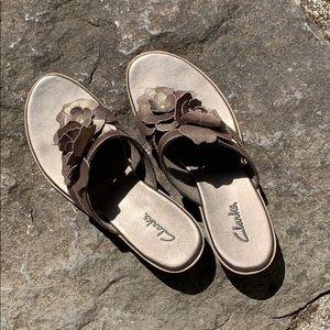 Clarks Metallic Floral Thong Slide Sandals, 7M US